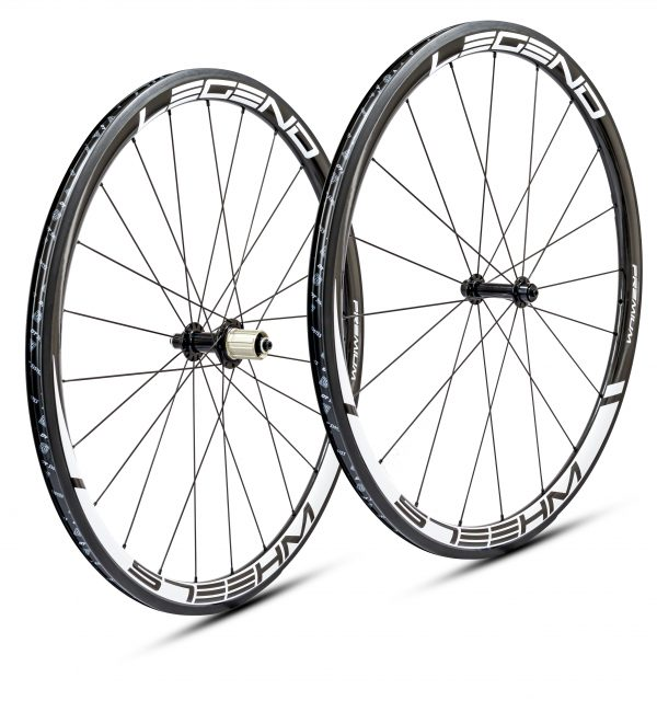 Roues carbone pneus / tubeless en 38mm légères, confortables et polyvalentes pour moins de 1000 euros.