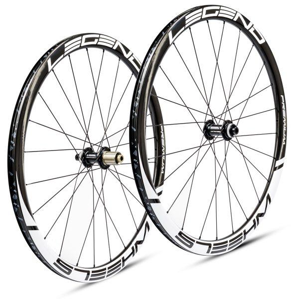Roues carbone pneus / tubeless à disque en 38 mm, légères confortables et polyvalentes pour moins de 1000 euros.