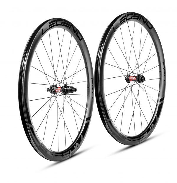 Roues carbone pneus / tubeless à disque en 45mm, roues carbone fort vent, roues carbone pavés, roue velo carbone, roues vélo route