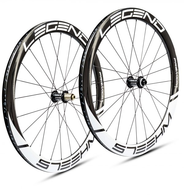 Roues carbone pneus / tubeless à disque en 50 mm, confortables et rigides pour moins de 1000 euros.