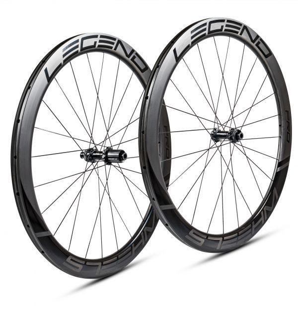 Roues carbone disque boyaux en 50 mm, ultra légères. Moyeux DT swiss 350 - 240 EXP - 180 EXP au choix.