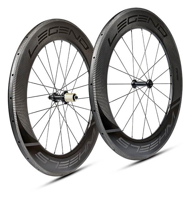 Roues carbone disque tubeless en 88 mm, rigides, aéro. Moyeux DT swiss 350 - 240 EXP - 180 EXP au choix.