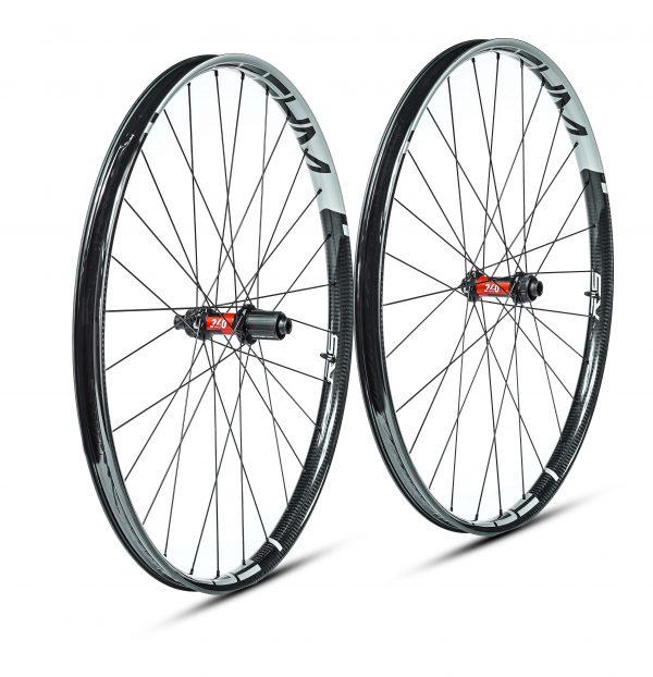 paire de roues carbone largeur interne 30mm, roues artisanales carbone vtt, moyeux dt swiss 240 EXP